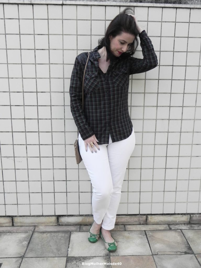 calça branca camisa quadriculada 3