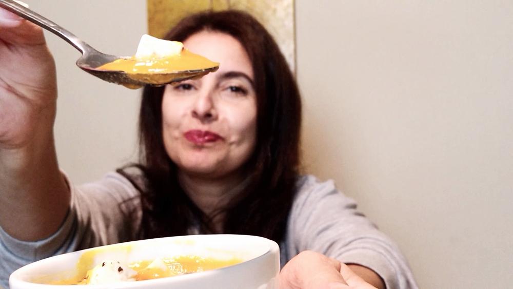 Sopa de abóbora com cenoura queijo minas e orégano