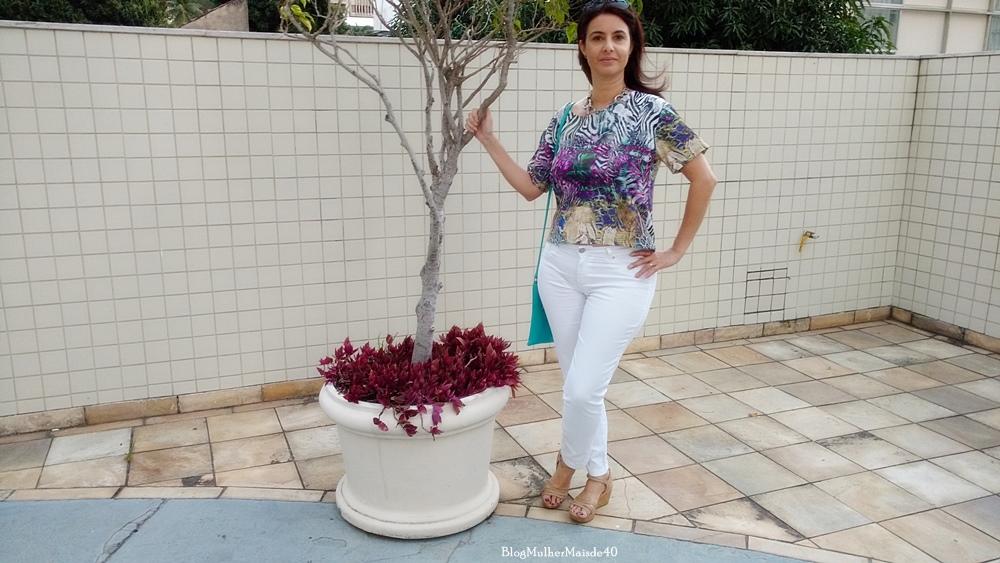 Blusa multi print Dedê Modas, bolsa Tudo Por Você, calça Renner, sandália Botanopé