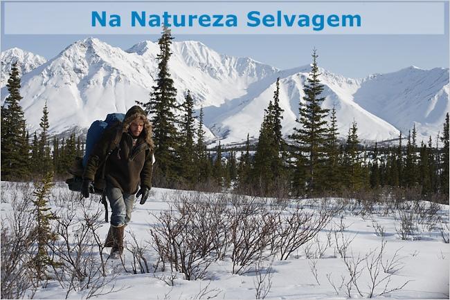 Imagem do filme Na Natureza Selvagem, Christopher McCandless na neve