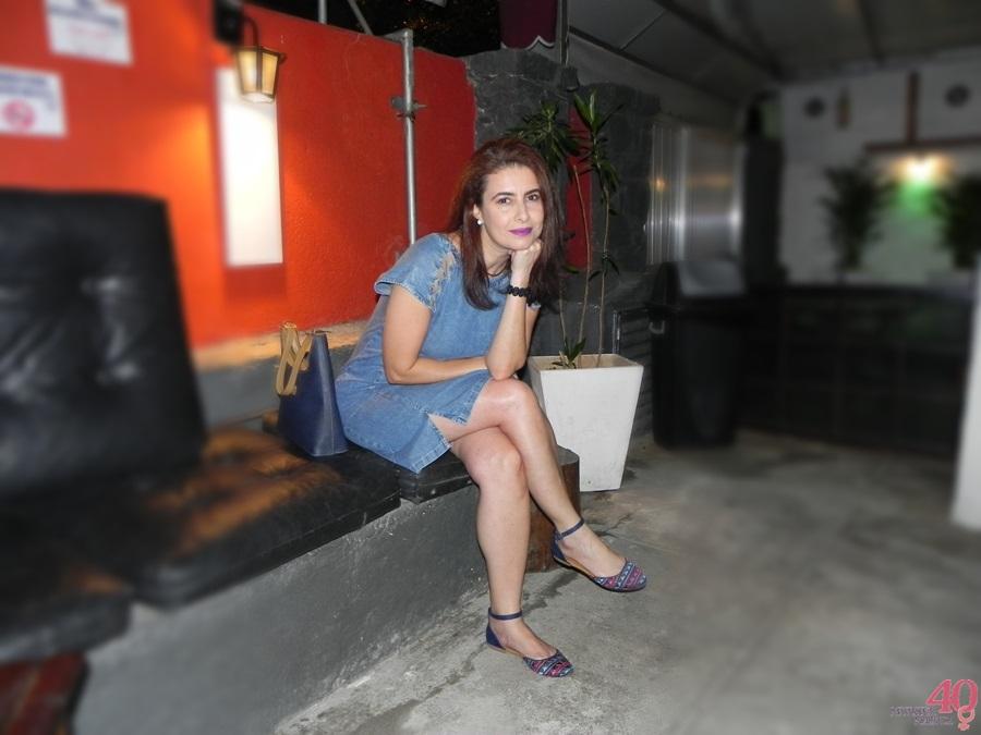 Vestido jeans Celeste Modas bolsa vira volta e sapatilha mary zah lounge