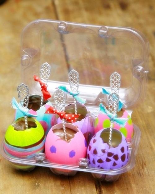 Mesa de Páscoa sobremesa nos ovos pintados
