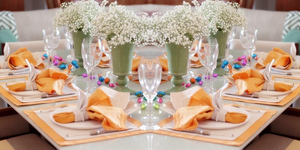 Mesa de Páscoa com flores