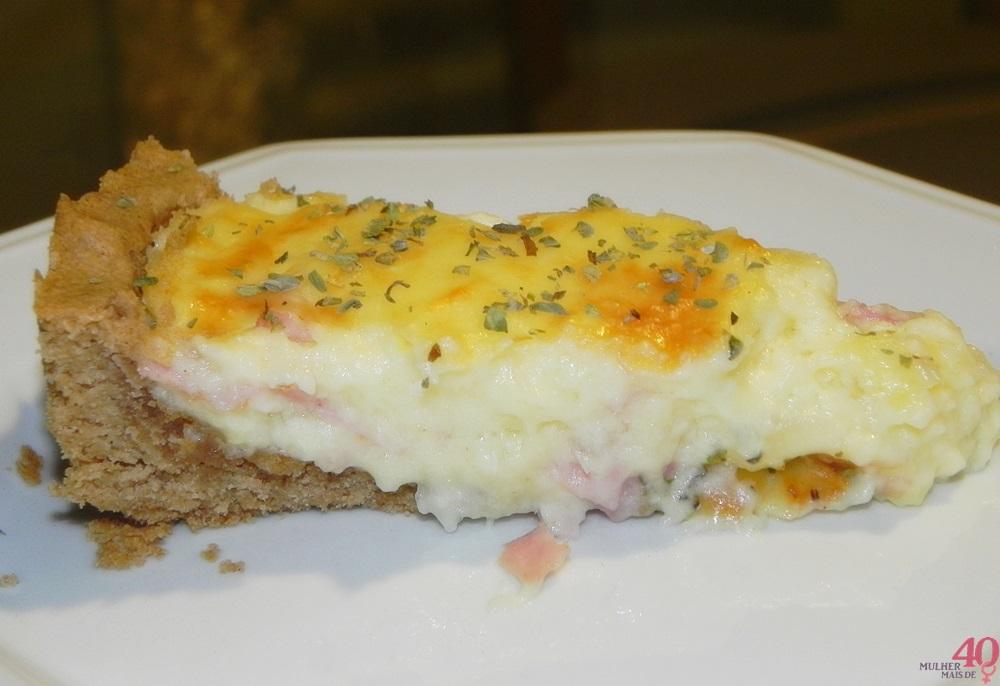 Quiche de queijo e presunto com trigo integral apresentação